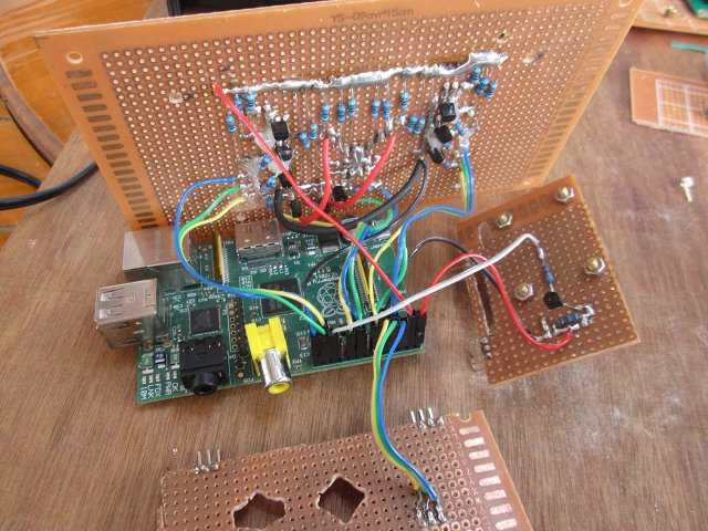 Raspberry_Pi_Stripboard_LED_Relay_Connected_640px