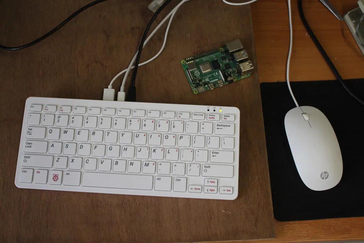 รีวิว-Raspberry-Pi-400-กับ-Raspberry-Pi-4